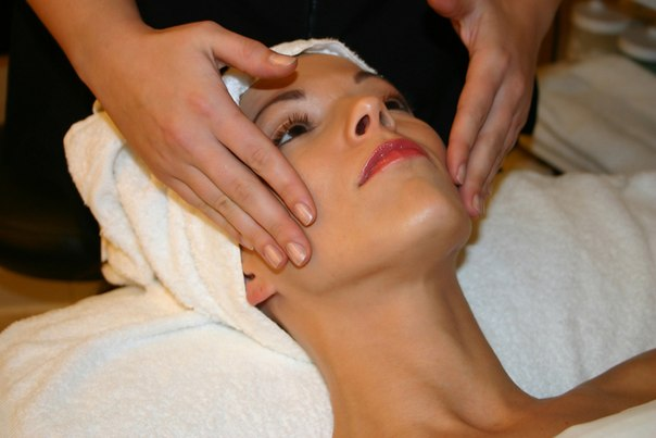 косметолог в салоне красоты в Приморском районе СПб