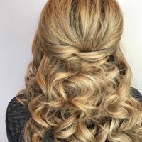 Причёска с поднятием верха и локонами от стилиста Анны.